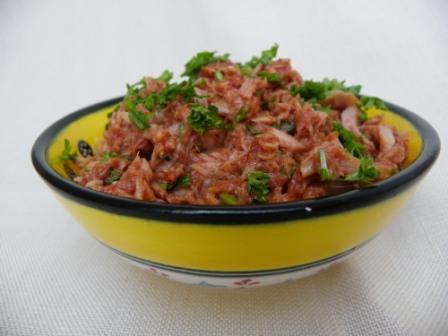 tonijnsalade met tomaat en peterselie