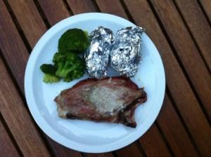 schouderkarbonade met aardappelen en broccoli