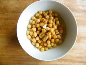 Kikkererwten, knoflook en specerijen